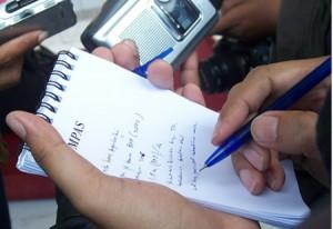 giornalisti-al-lavoro-300x206